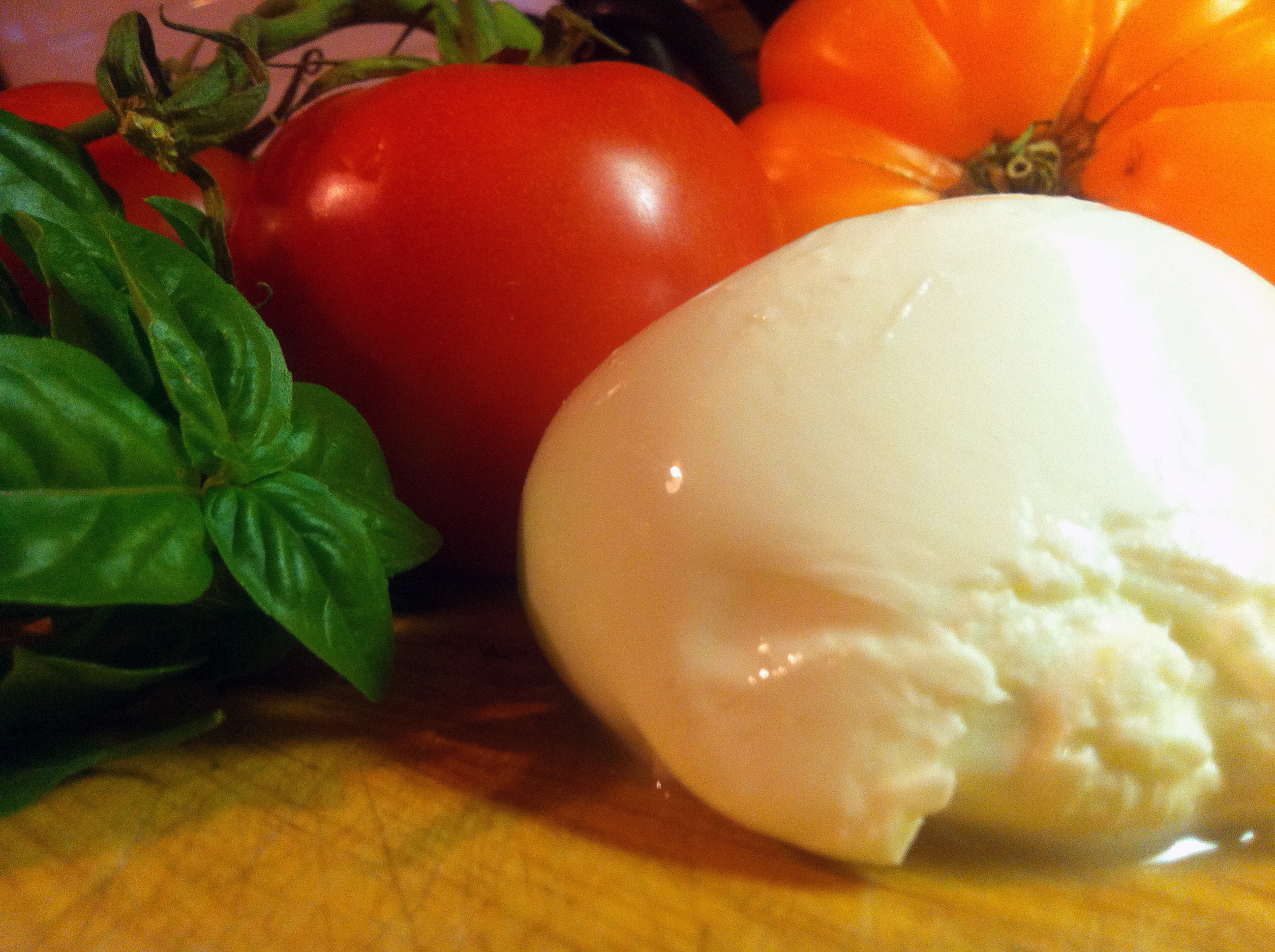 Fresh Burrata Caprese Salad – Fresh Mozzarella with Heirloom ...