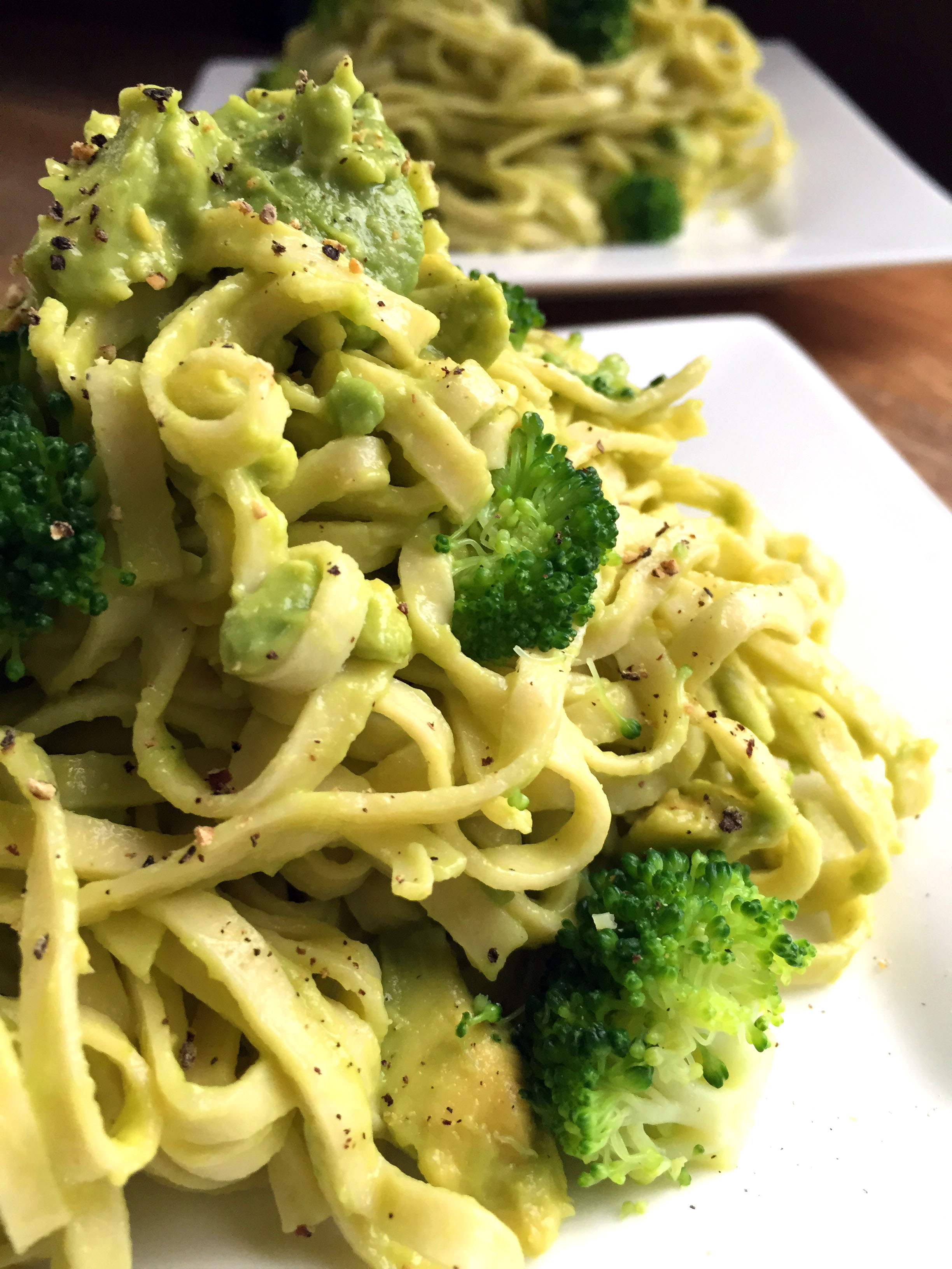 4-Ingredient Vegan Creamy Avocado Pasta with Broccoli Delightful